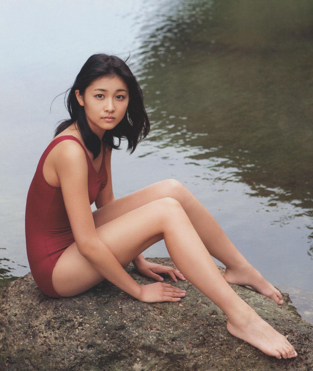 岡本綾さんの水着
